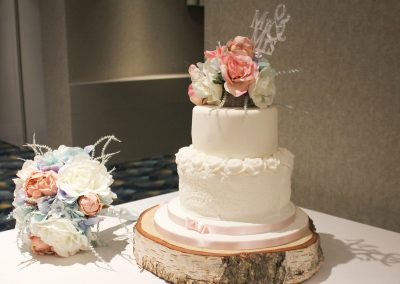 holt-hotel-bar-wedding-cake